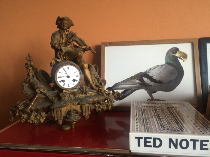 clock on mantle